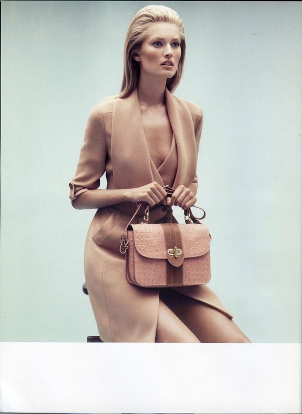 Превью кампаний: Dolce & Gabbana, Emporio Armani, Givenchy и другие. Изображение № 9.