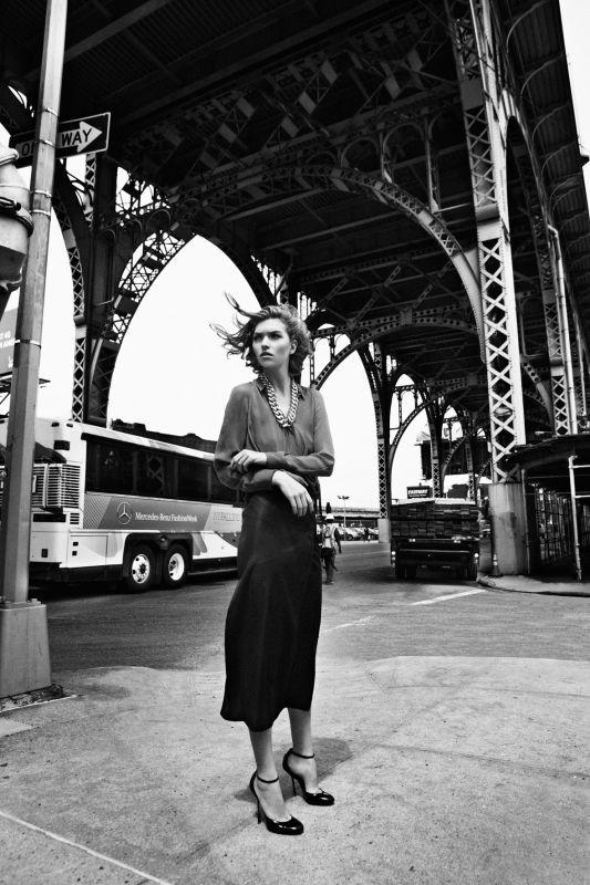 Съёмка: Аризона Мьюз для британского Vogue. Изображение № 8.