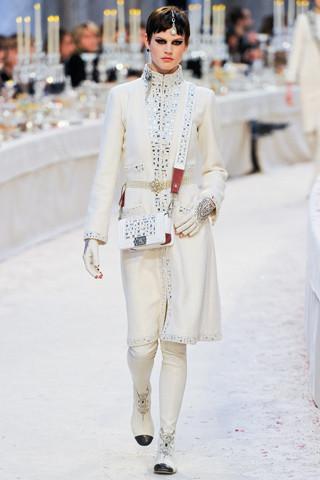 Chanel показали пре-осеннюю коллекцию. Изображение № 4.