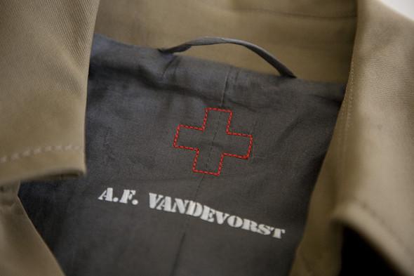 Вещь дня: тренч A. F. Vandevorst. Изображение № 5.