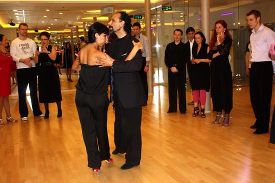 Главное в танго – правильно обнять женщину!. Изображение № 6.