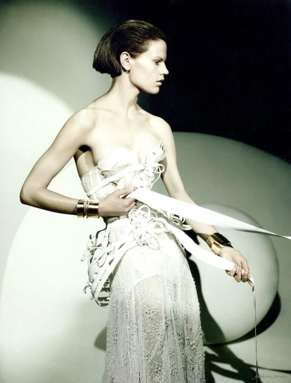 Съемка: Саския де Брау для британского Vogue. Изображение № 3.