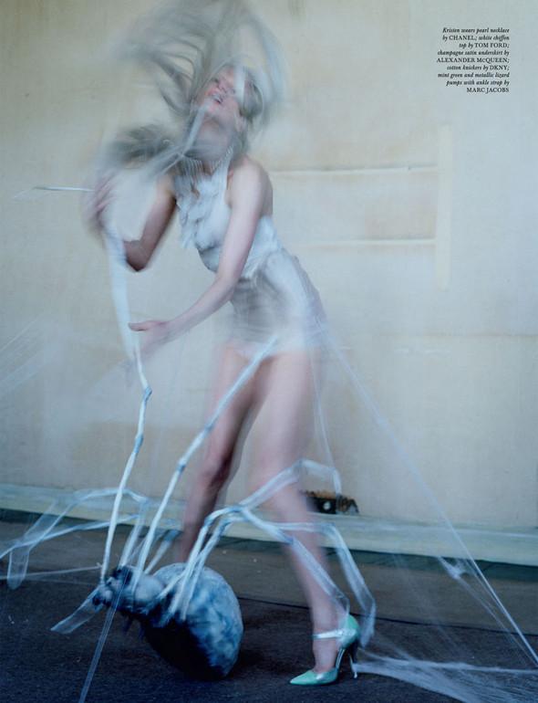 Съёмка: Кристен Макменами в объективе Тима Уокера. Изображение № 20.