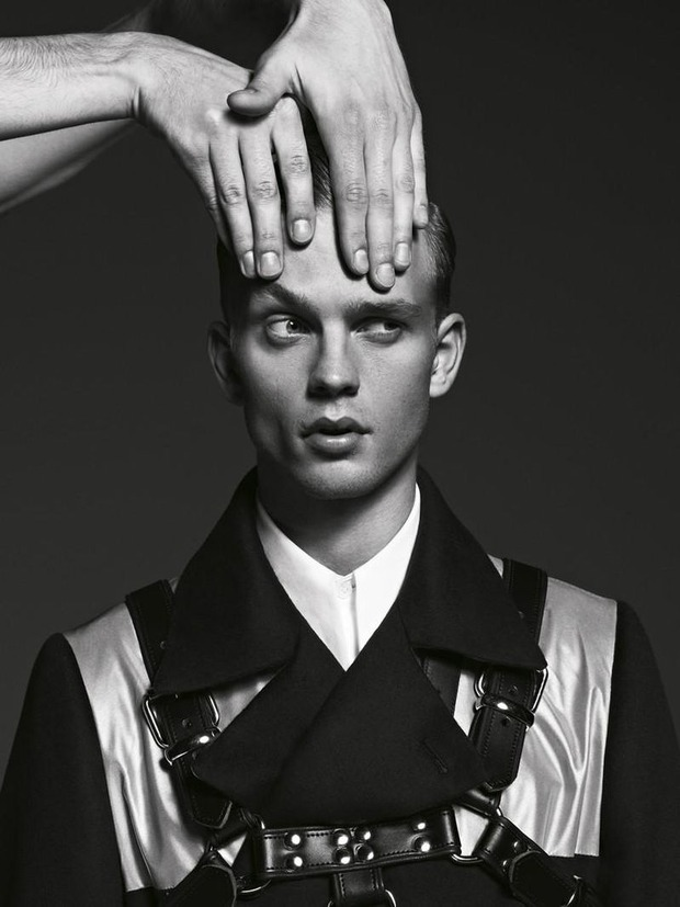 Мужские съемки: Dazed & Confused, i-D, Citizen K, Seventh Man и Men's Folio. Изображение № 37.