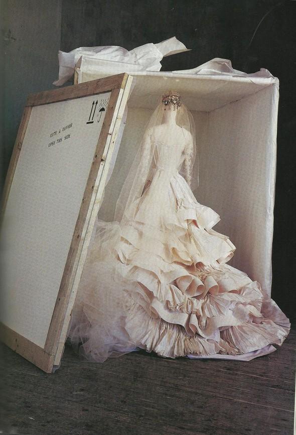 Архивная съёмка: Модели и дизайнеры в объективе Ирвинга Пенна для Vogue, 1995. Изображение № 4.