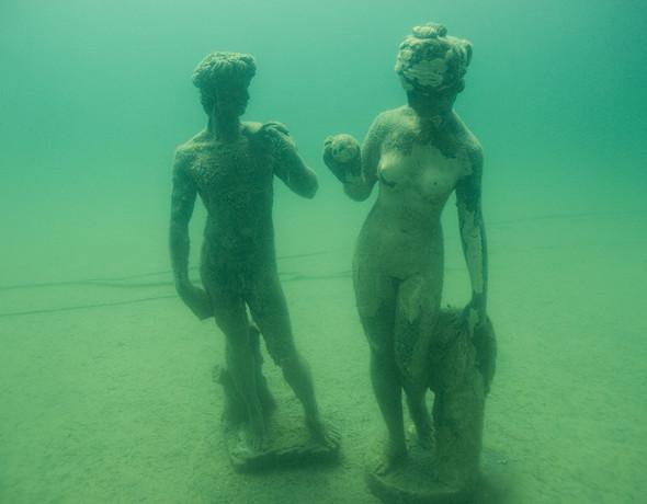 Фотограф Herbert Meyrl. Скамейки под водой. Изображение № 13.
