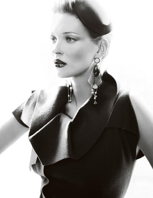 Съёмка: Кейт Мосс для британского Vogue. Изображение № 10.