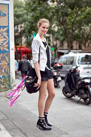 Уличный стиль на Неделе высокой моды в Париже. Изображение № 77.