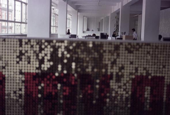 Офис редакции журнала TANK, Лондон. Изображение № 6.