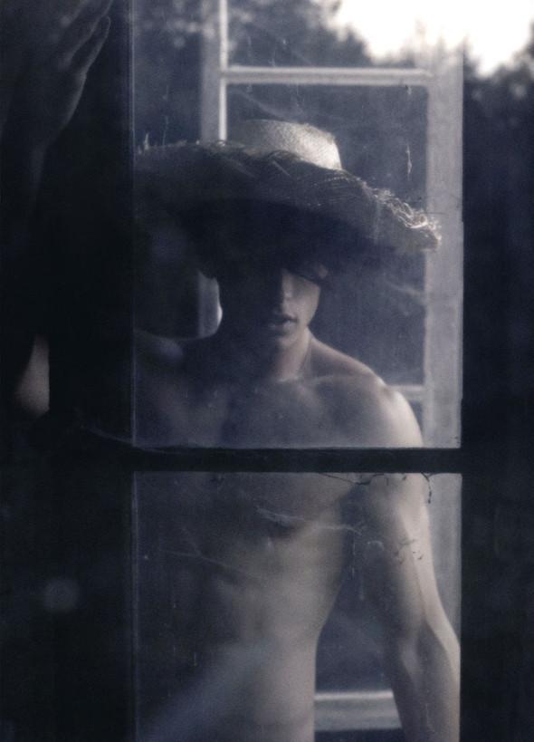 Съёмка: Батист Жиабикони в объективе Карла Лагерфельда. Изображение № 6.
