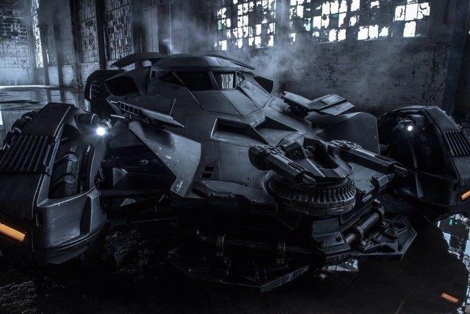Зак Снайдер показал детальную фотографию нового Бэтмобиля. Изображение № 1.