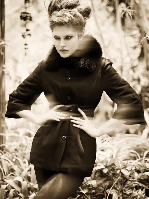 Vogue Italia October 2009. Изображение № 5.
