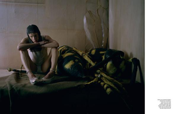 Съёмка: Кристен Макменами в объективе Тима Уокера. Изображение № 15.
