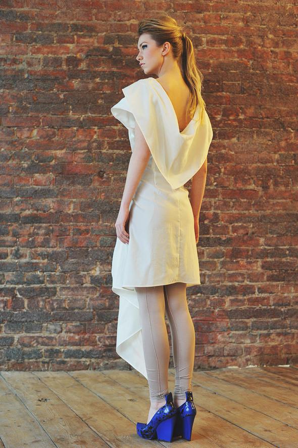 CW82 платье белое, состав:50% шелк, 50% хлопок размеры: s. Изображение № 18.