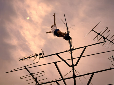 Летающие и падающие люди Ли Вея. Изображение № 2.