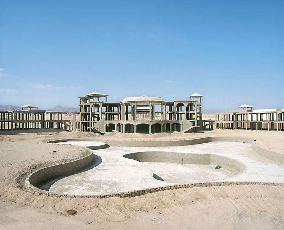 Что осталось от роскошных гостиниц в египетской пустыне. Изображение № 4.