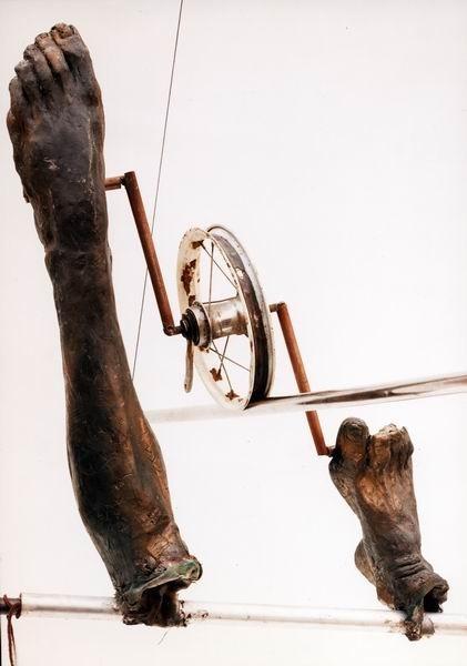 Скульптуры Джерзи Кедзиоры, парящие в воздухе. Изображение № 35.