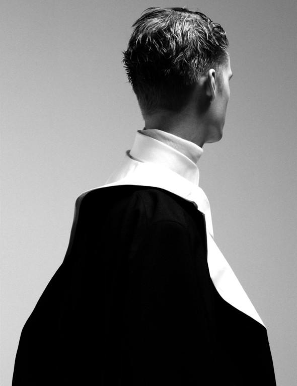 Мужские съёмки: Джек Уайт для Interview, Тони Уорд для GQ и другие. Изображение № 34.