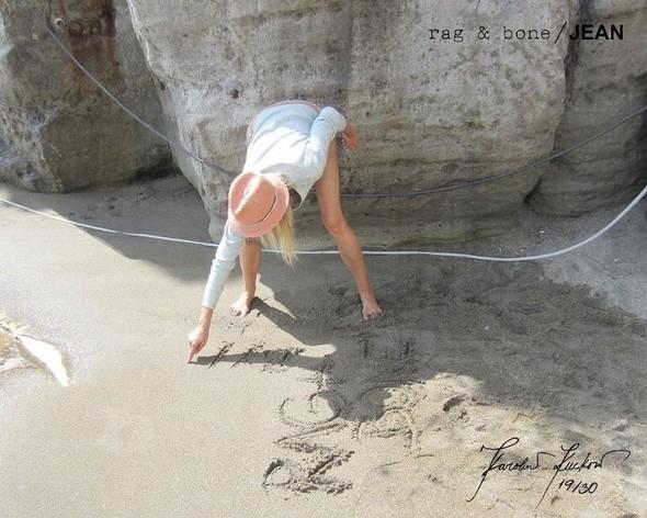 Кампания: Хелена Кристенсен сняла Каролину Куркову для Rag & Bone. Изображение № 19.