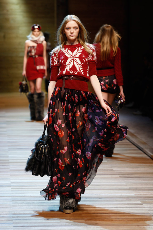 Dolce & Gabbana Fashion Show Winter 2011. Изображение № 6.