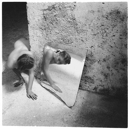 Автопортрет Франчески Вудман. Изображение № 1.