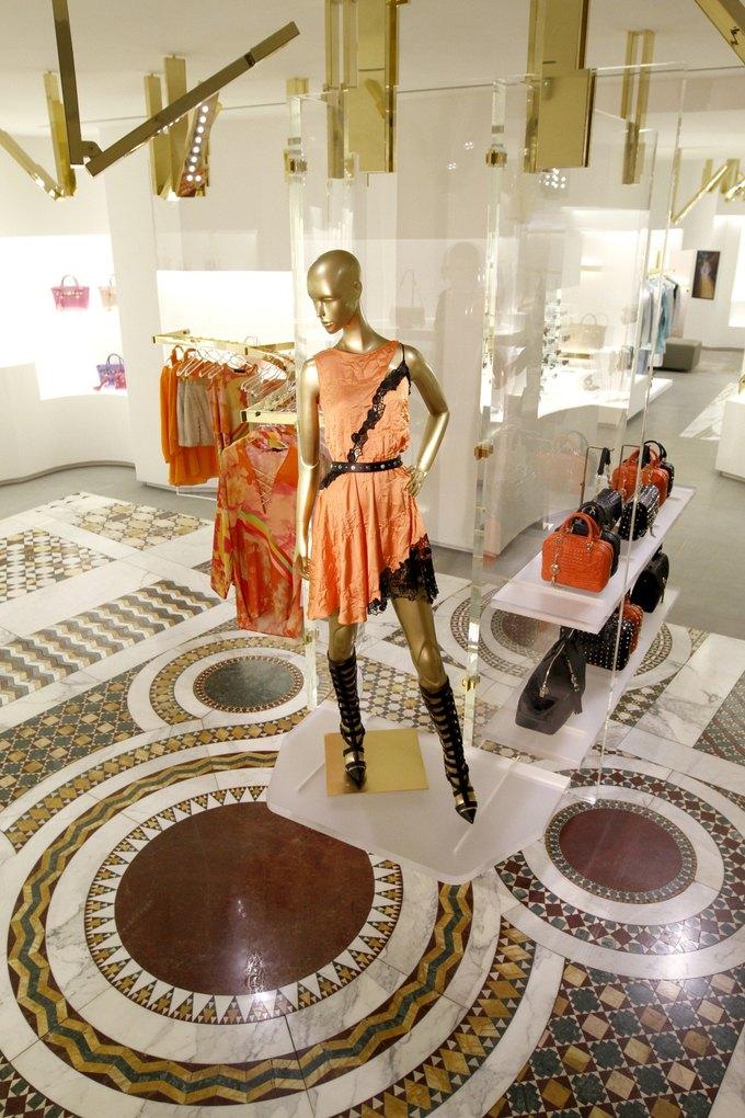 Emporio Armani, Mulberry и Versace открыли новые магазины. Изображение № 2.