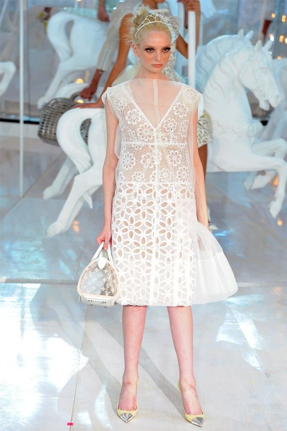Неделя моды в Париже: Louis Vuitton весна 2012. Изображение № 1.