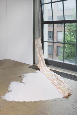 Художники, сделавшие проекты на грант, — Karla Black и Sandra Kuehne. Изображение № 5.
