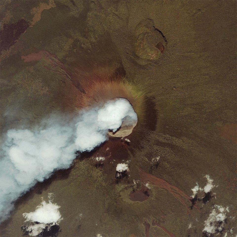 Как выглядит из космоса извержение вулкана. Изображение №10.