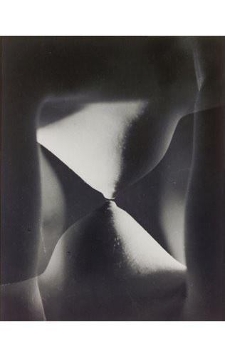 Части тела: Обнаженные женщины на винтажных фотографиях. Изображение №91.