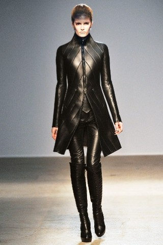 Back to black : Gareth Pugh и Victor&Rolf aw 2010-2011. Изображение № 1.