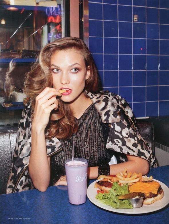 Съемка: Карли Клосс для британского Vogue. Изображение № 6.