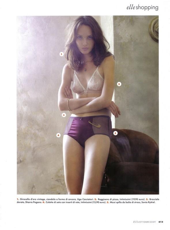 Elle Italia – October 2009 – Elle Anteprima. Изображение № 4.