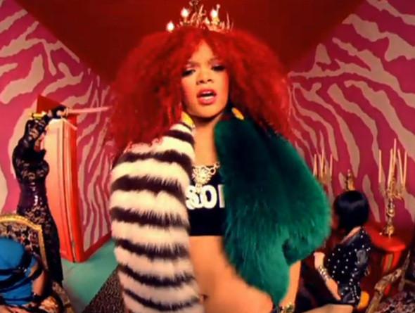 Рианна в видео S&M . Изображение № 59.