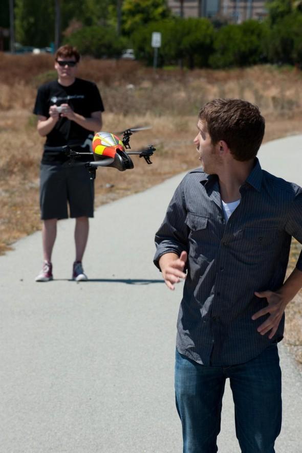 Parrot AR.Drone. Полетели!. Изображение № 8.