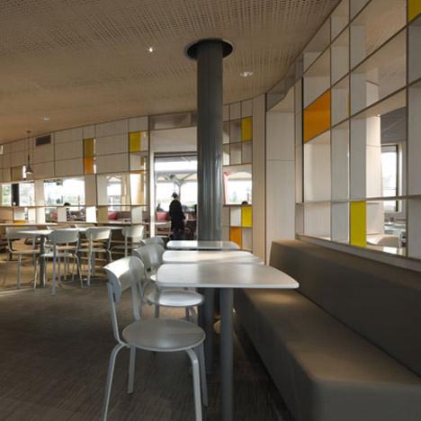 На скорую руку: Фаст-фуды и недорогие кафе 2011 года. Изображение № 23.