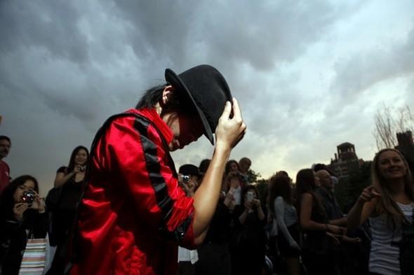Панихида покоролю поп-музыки Майклу Джексону. Изображение № 32.