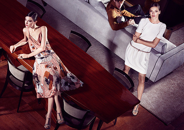 Кампании: Dior, Versace, Gucci и Burberry. Изображение № 12.