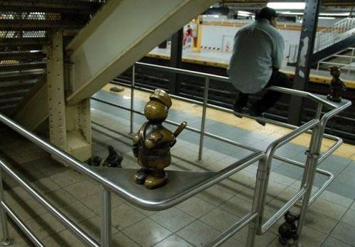Скульптуры вНью-Йоркском метро. Изображение № 14.