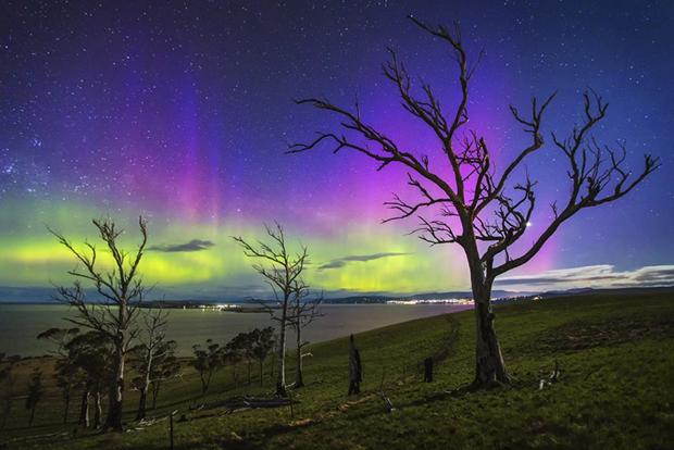 Южное полярное сияние (категория «Ночной пейзаж») / Автор: James Garlick. Изображение № 6.