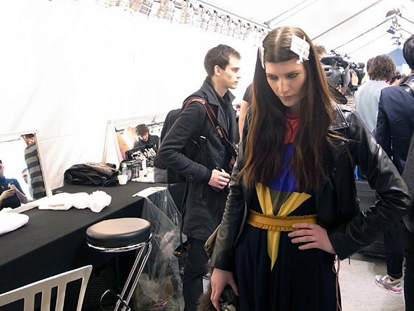 Изображение 13. Paris Fashion Week: два бэкстейджа.. Изображение № 26.