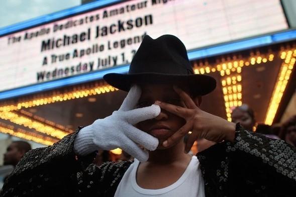 Панихида покоролю поп-музыки Майклу Джексону. Изображение № 4.