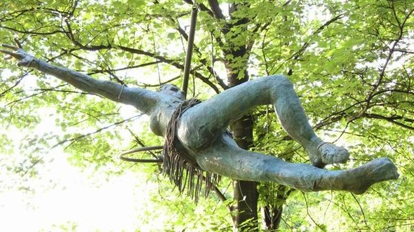 Скульптуры Джерзи Кедзиоры, парящие в воздухе. Изображение № 21.