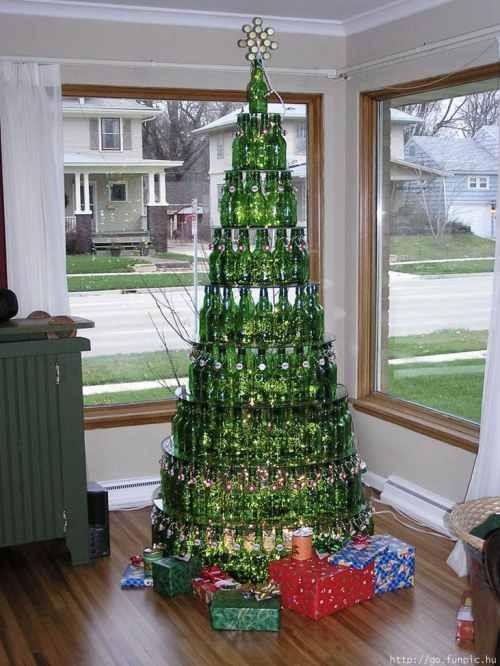 Новогодние украшения из винных бутылок. Изображение № 2.
