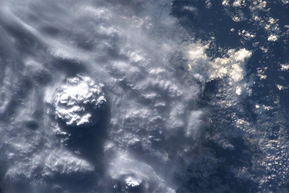 Облака из космоса: Какой видят Землю космонавты МКС. Изображение № 10.