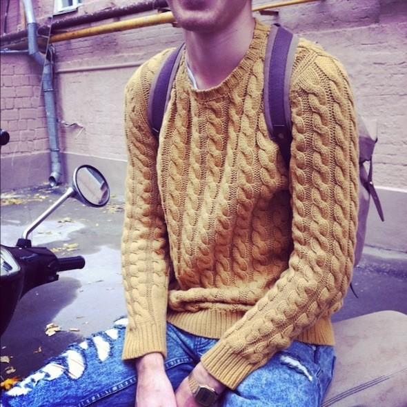 Горчичный цвет и узор «косичка — идеальное сочетание для уютного свитера. Изображение № 38.