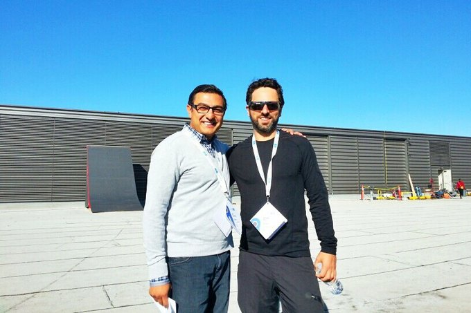 Вик Гандотра и президент по технологическим разработкам Google Сергей Брин. Изображение № 1.