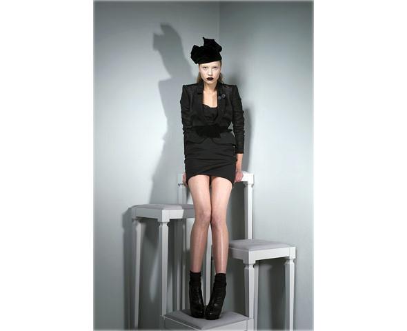 Новые коллекции: Acne, Dior, Moschino, Viktor & Rolf. Изображение № 43.