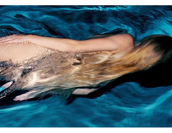 Части тела: Обнаженные женщины на фотографиях 1990-2000-х годов. Изображение №171.