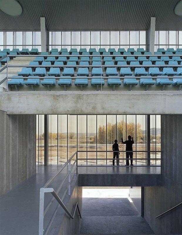 Стадион Nueva Balastera — смесь игры Portal и мира кристаллов. Изображение № 8.
